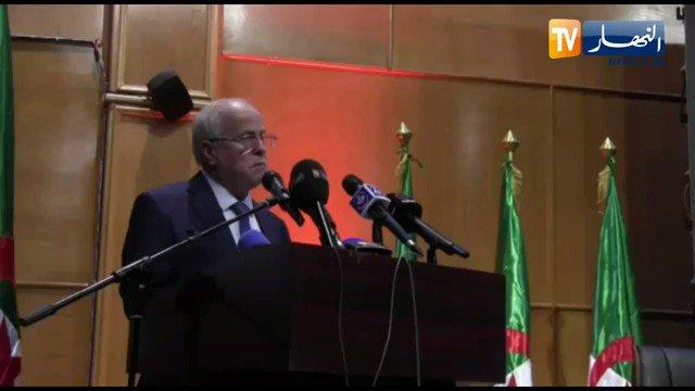 كريم يونس الموظف الجزائري يجب أن يحترم دولته ورئيسه وحكومته