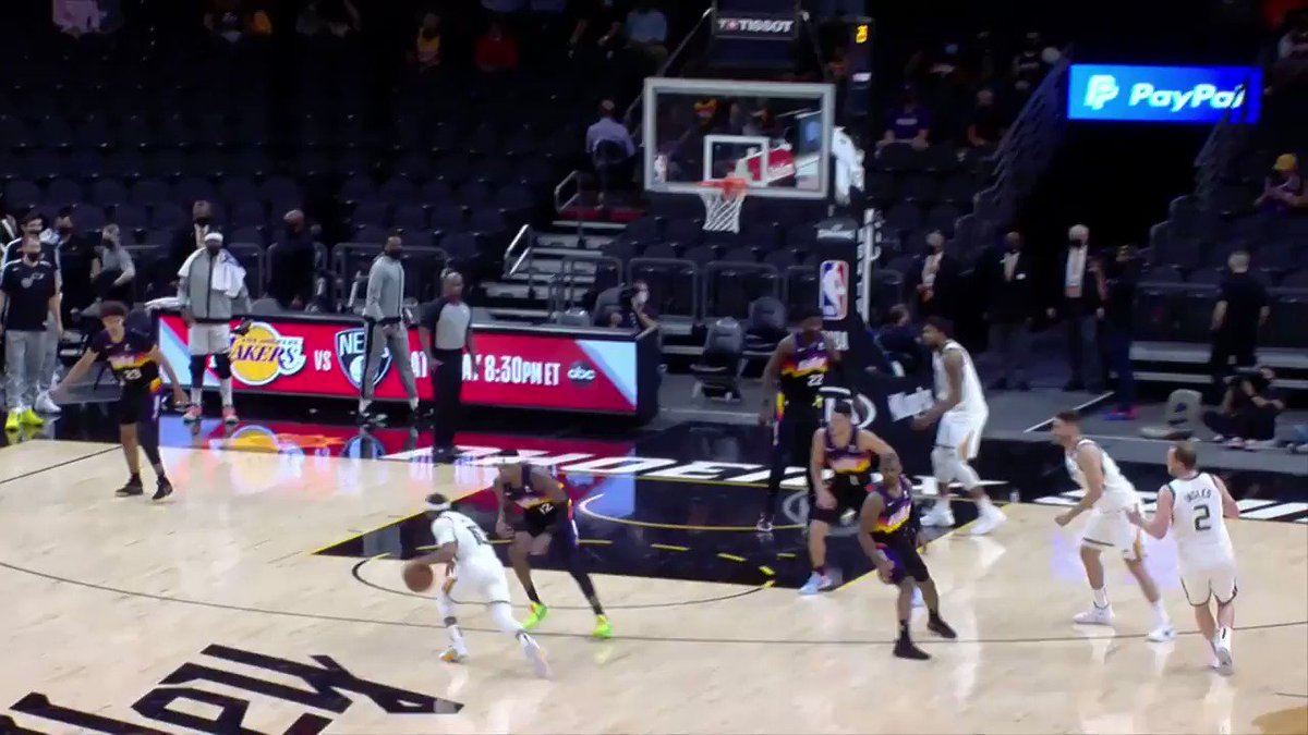 Conley with the right hand to put Utah on top entering the 4th quarter on ESPN! https://t.co/WPI2tW0z6P