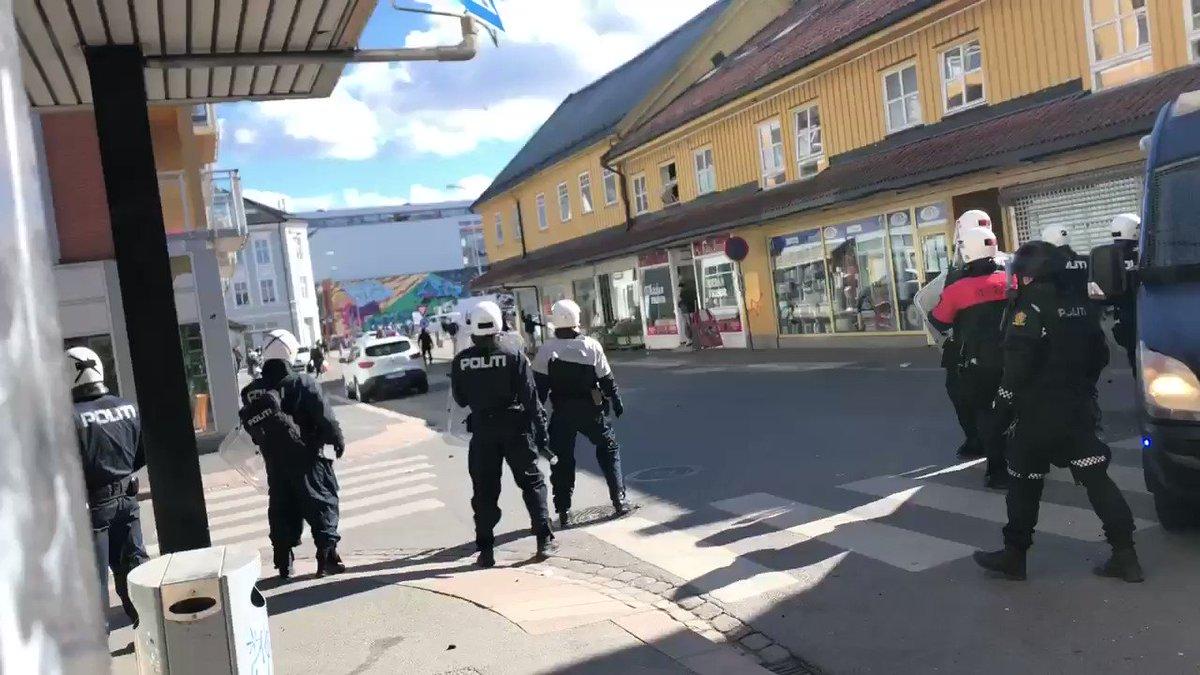 Image for the Tweet beginning: Tilløp til opptøyer i Drammen