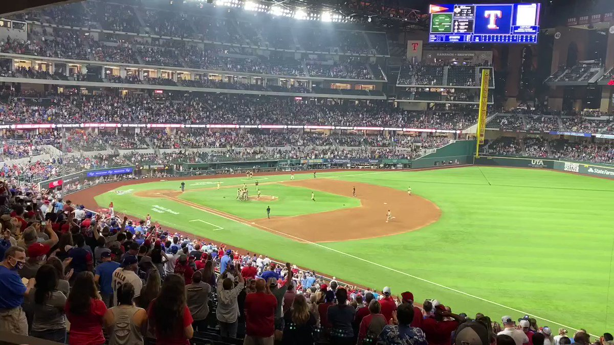Live Footage From Joe Musgroves No Hitter!!! #MLB# #baseballlife https://t.co/BxSzxHn3OG