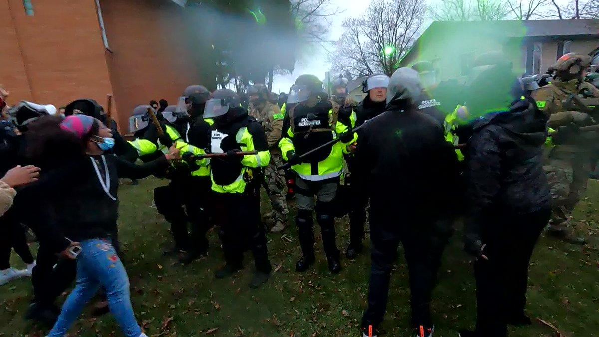 I was pepper sprayed in the eye while photographing the scene at the Brooklyn Center Police Department. I had cameras & my press credentials clearly in view. It came from the side w/o warning I was shooting so I didn't even see it coming. This is a GoPro version of the incident. https://t.co/TIhzsnG1Ri