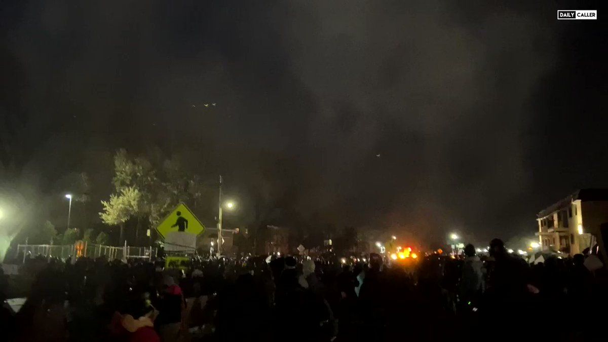 Police deploy tear gas & flashbangs against a crowd of Daunte Wright protesters  OXsqoLMh0bMyyIWZ