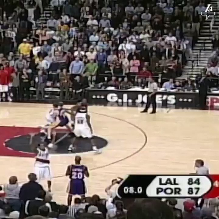 Kobe hit these two shots on this date in 2004.  Simply nothing you could do about it. Unguardable. (🎥: @lakers) https://t.co/F2FOGVAFfm