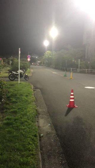 Image for the Tweet beginning: こんにちは、指導員の松田です😃先日、指導員用NRTCに参加してブレーキ時の運転姿勢について勉強をしてきました🏍️難しくてうまくとまれなくてガックシの映像です #ネヤドラ #ブレーキ #運転姿勢