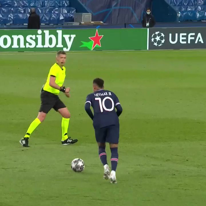 Neymar & Di María take centre stage as #UCL stars bring their A-Game! 👊💫  @Mastercard | #UCLshowcase https://t.co/T6SgegMs5H