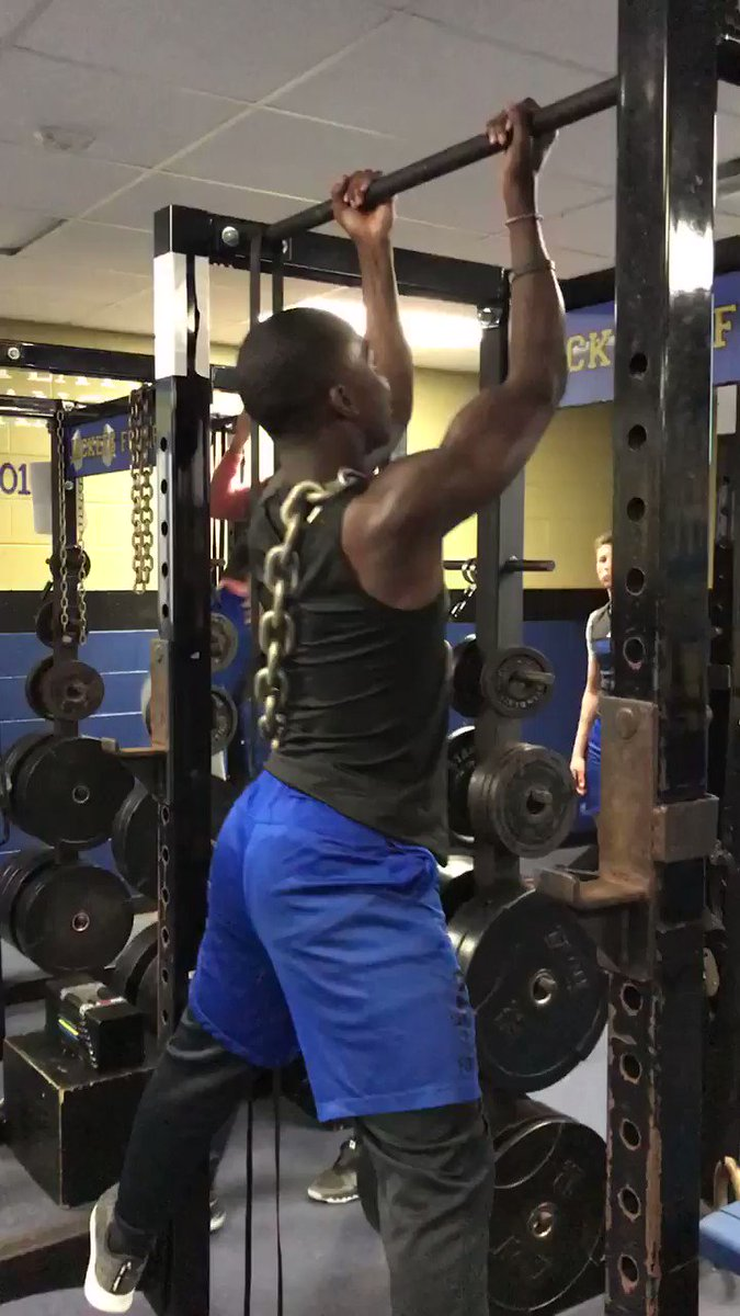 @latrellray1 clocked in for #FlexFriday https://t.co/rSQxlQDYpu