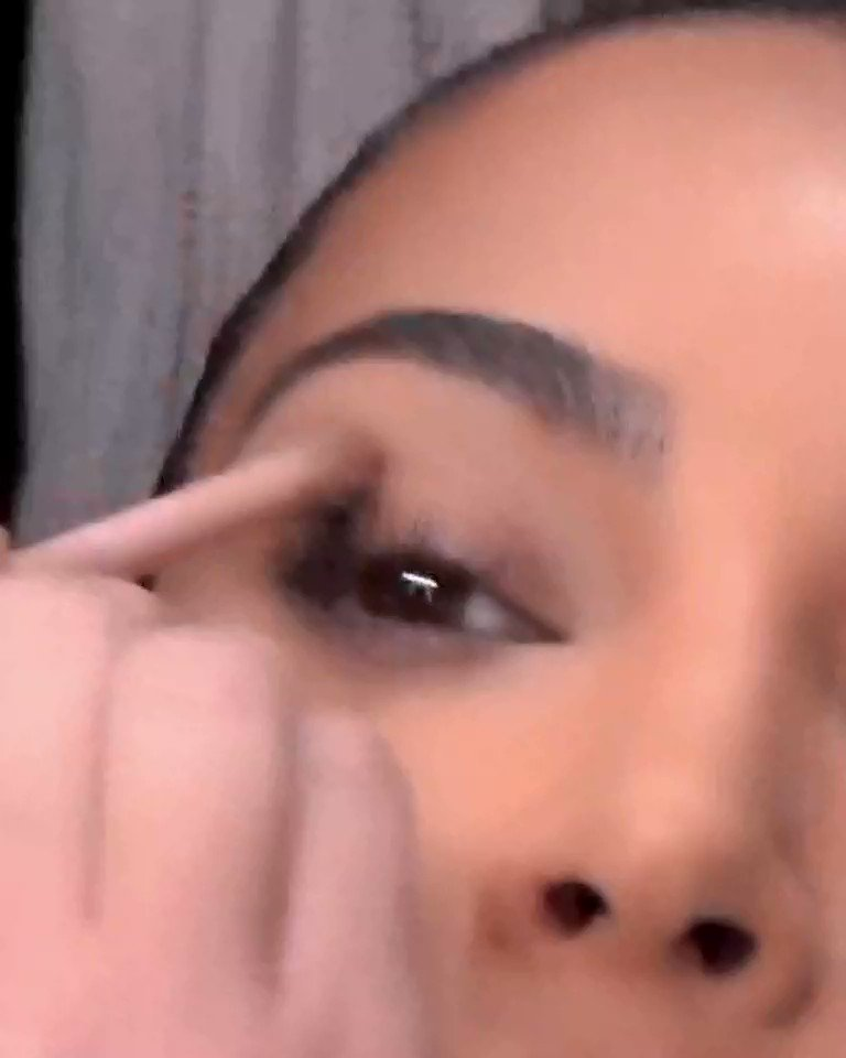 .@KimKardashian's no-makeup makeup look with the Medium Eye Contour Duo and Dual-Ended Eye Contour Brush. Shop now at https://t.co/P0XuqRc7yK https://t.co/iGclhGe6kq