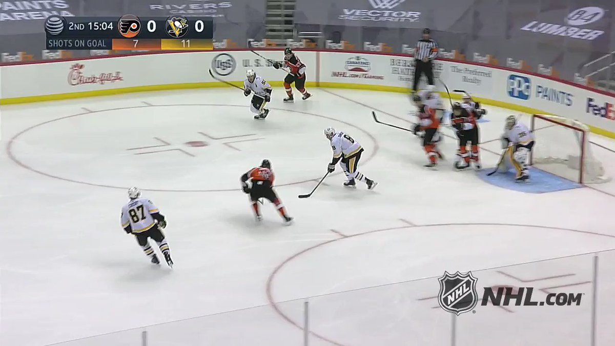 ▪️ Sidney Crosby lost his stick ▪️ Penguins give him new stick IN THE MIDDLE OF THE GAME ▪️ Crosby scores 🤯  (via @NHL) https://t.co/GDK9IiD84H