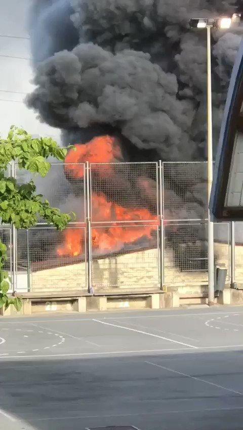 Image for the Tweet beginning: BARAKALDO| Incendio en UNA PANIFICADORA