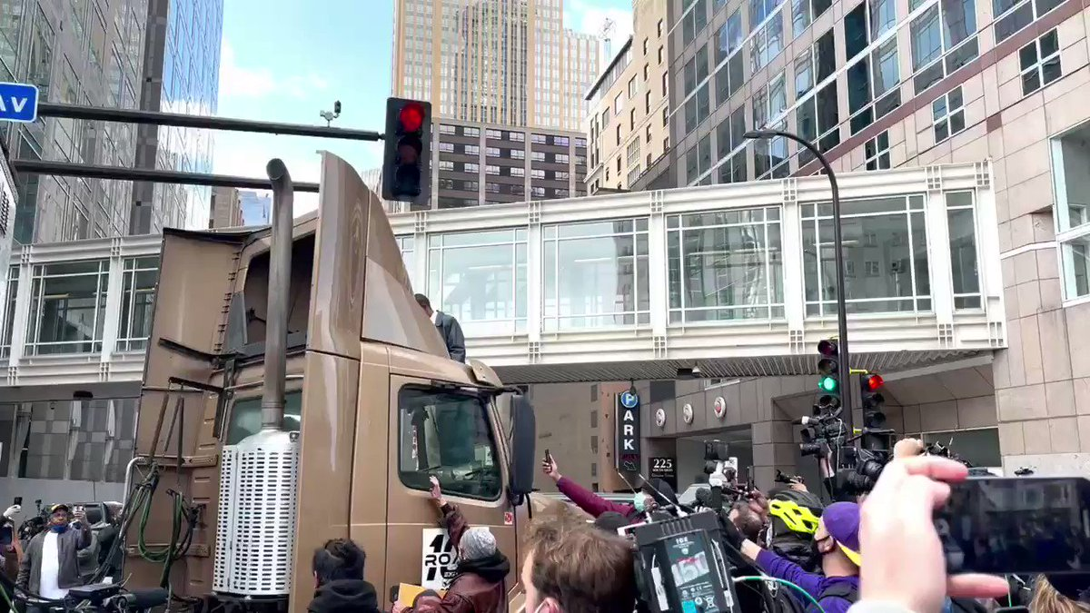A semi truck tries to aggressively drive through the crowd and is quickly surrounded. As of right now, I don't believe anyone was hurt. https://t.co/c5jZVWCsXx