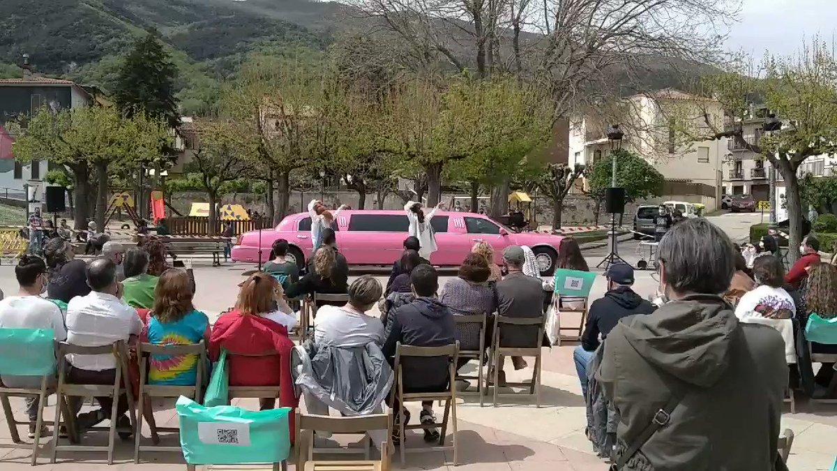 Image for the Tweet beginning: Una limosina rosa i dues