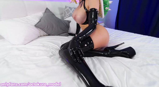 Latex Bowsette goes wild 🔥  https://t.co/pwzIBXUW2d   Oily and huge tits play, DP with big dildos, latex