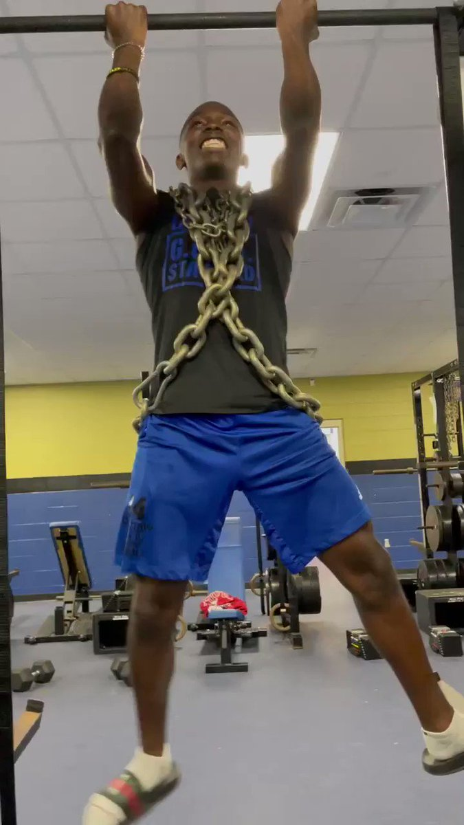 Flex Friday Featuring: 2023 RB/IWR @latrellray1 🦾 It's different here 😤 #StingEm🐝🤙 https://t.co/m07SLQhQTs