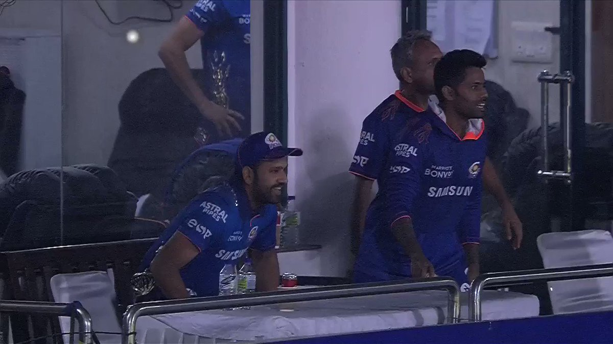 WHAT. A. WIN for the @mipaltan 🔥🔥  Some serious hitting from @KieronPollard55 ( 87* off 34) as #MumbaiIndians win by 4 wickets.  Scorecard - https://t.co/NQjEDM2zGX #VIVOIPL https://t.co/UAb6SYCMQz