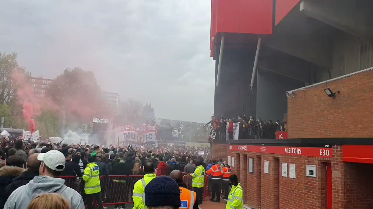 """And once again, """"You are my Soslkjaer"""" is chanted by the Man Utd faithful at the #GetGlazersOut protest https://t.co/ZJIKoODRTt"""