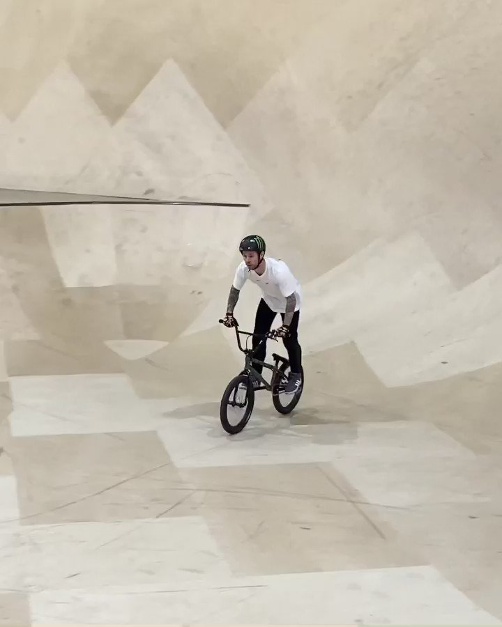 That was smooth 💫 @AlexColebornBmx https://t.co/mxloSIdVID