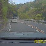 これは怖すぎる!運転中に後方からバイクが続々と追い越して来る恐怖