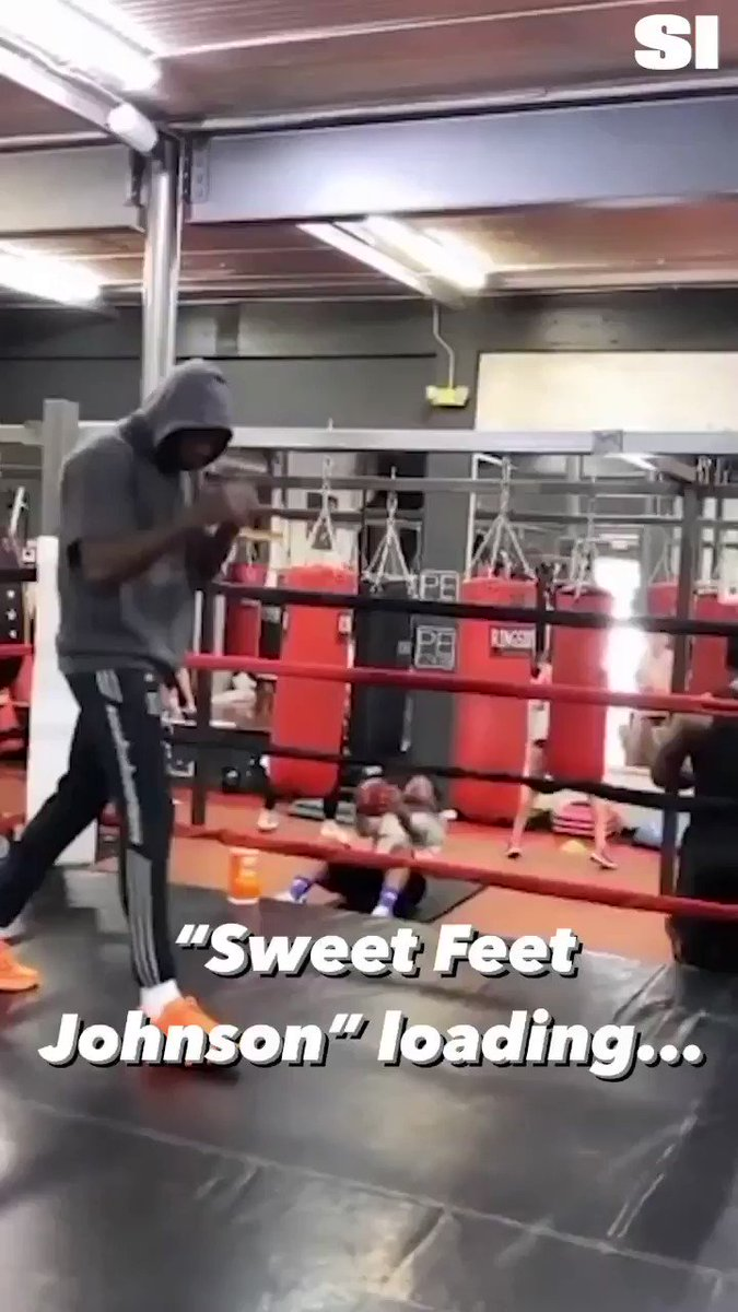 Former NFL legend Chad Johnson aka @ochocinco will reportedly fight in an exhibition bout against a TBD celebrity/athlete on the undercard of Floyd Mayweather vs Logan Paul, June 6th at Hard Rock Stadium in Miami 👀  🥊: https://t.co/Yj4hKLKlJf https://t.co/MChWPuRaLT