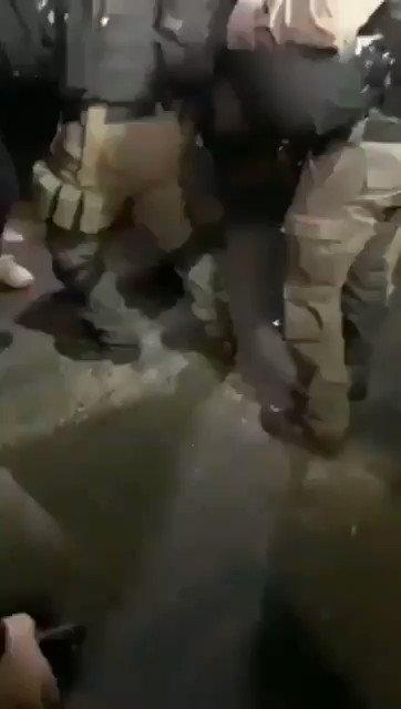 🇵🇸 Pasukan pendudukan Israel mengganggu dan menangkap pemuda Mahmoud Nabil Al-Kurd, warga lingkungan Sheikh Jarrah di Al Quds. 💔 Hasbunallaahu wa ni'mal wakiil. #SaveSheikhJarrah #FreePalestine❤🇵🇸 https://t.co/ObRhZTnvGo