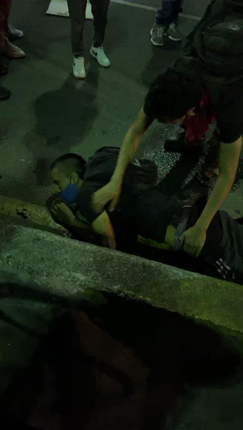 #ÚltimaHora | #Colombia asesinan a dos jóvenes en el viaducto de #Pereira aproximadamente a las 7:30 de la noche https://t.co/zbAnSZdsVA