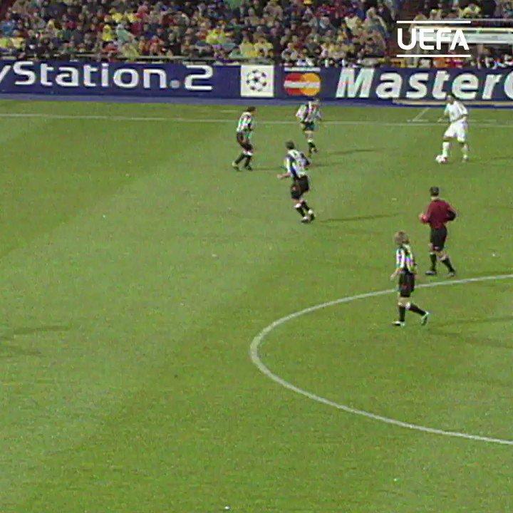 2003年準決勝1stレグ:#ロナウド と #ロベルト・カルロス の得点でレアル・マドリードが勝利 🇧🇷👊  #UCL | @realmadridjapan https://t.co/BAijtxasQY