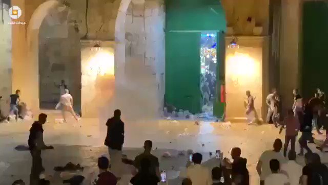 Red Crescent: 163 Palestinians have been injured, 23 hospitalized as Israelis fire sound bombs and tear gas inside the Al Aqsa Mosque compound  https://t.co/eb0RbGSNW1