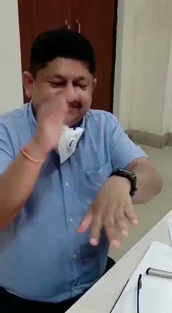 "#covidinindia #pandemicinIndia #Indiancovidmedical The weirdness doesn't cease. Here a ""doctor"" shows exercises that can keep covid away. Exercises include clapping. Last year we, and other Indian goats had banged on and plates and clapped at the PM's behest. https://t.co/E8Jnp6TEXb"
