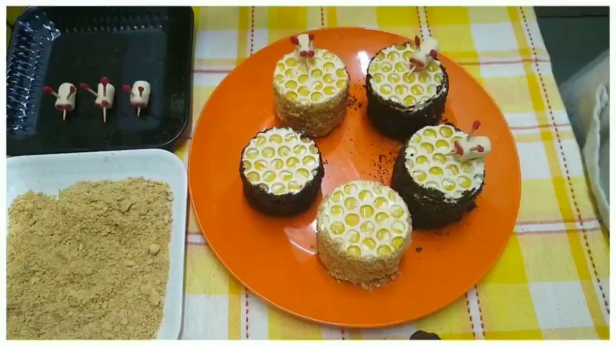 Russian Honey Cake : Mini cakes https://t.co/K0O79A6xoB ⬆Click to watch full video⬆  #StaySafe #health #Trending #cake #russiancake #honeycake #Ramadan #food #YouTube #SaturdayMotivation https://t.co/xgpyp6iDVb