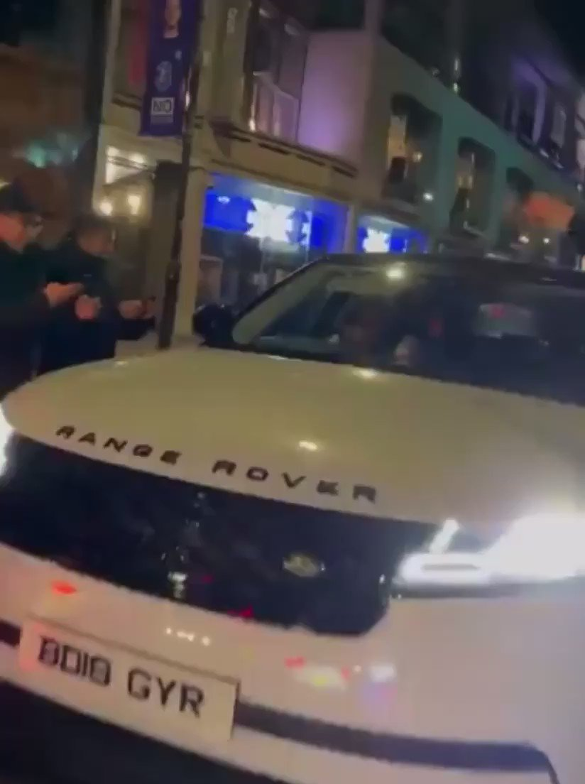 NEW VIDEO FOOTAGE : Thiago Silva goes absolutely mental with Chelsea fans after Real Madrid, he even started driving off with a fan on top of his car 😭😭 https://t.co/MKenjZBoXx