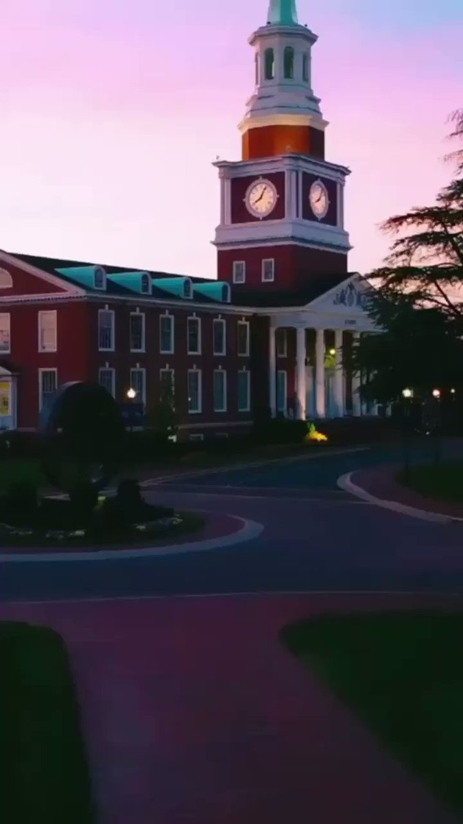 As the sun sets on this Commencement weekend, we wish safe travels home to all our students and guests! Graduates, we're already missing you. 🌅💜  📹: HPU Grad, Kaylee Kerr