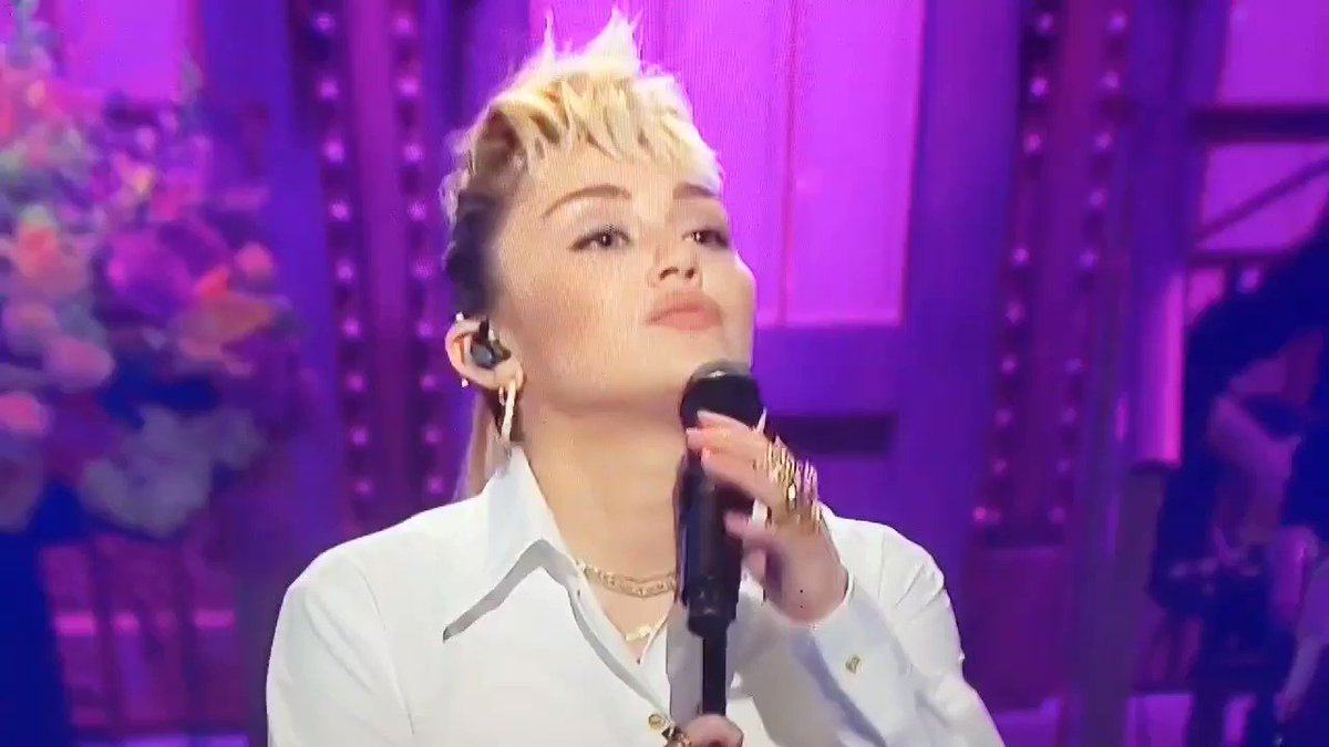 miley cyrus' voice is incredible https://t.co/mWufSnVFdj