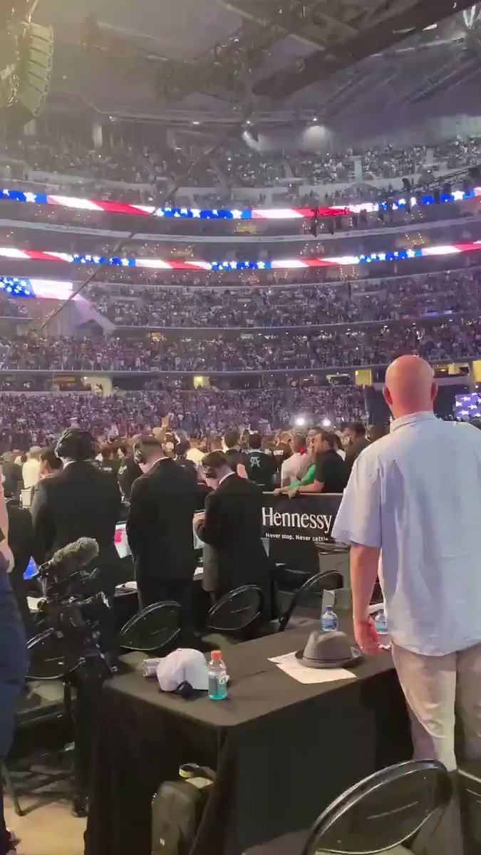 RT @DaFeid: Yesterday in Airlington, Texas. Boxing Canelo vs. Saunders. 73.126 @ AT&T Stadium https://t.co/hXcAVtEPW7