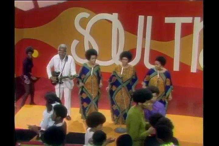 The Staple Singers - Respect Yourself ~ Soul Train 🚂  この曲は昔より今の方がハマってます。不思議です。 https://t.co/gSEuP7sZlh