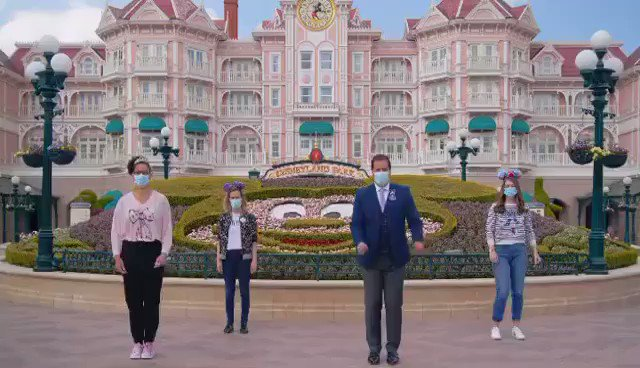"""Video: Disneyland Paris Ambassador Giona met up with fellow Cast Members in Fantasia Gardens to learn and perform the choreography to """"Magical Surprise"""", Shanghai Disney Resort's 5th Anniversary Song: 🕺 https://t.co/pyng5j632c"""