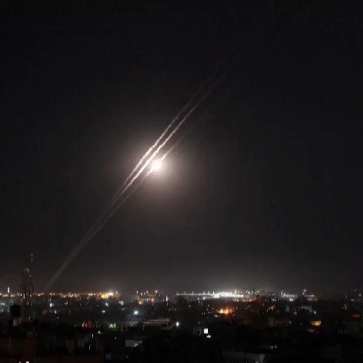 """اسرائيل في البحرين """"  فيديوهات لاطلاق الصواريخ من الأحياء وضواحي السكنية والمدنية في قطاع غزة. لن…"""
