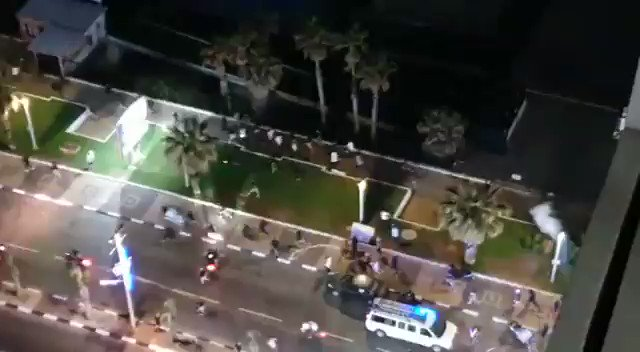 JUST IN - Clashes and riots erupting in multiple mixed cities in Israel now. Both Israelis and Palestinians take the law into their own hands. https://t.co/wQ6OeXIVn6