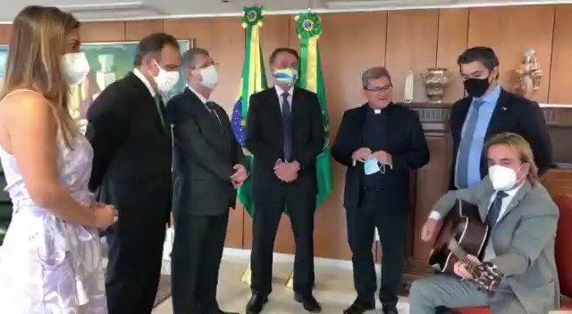 """- Frente Parlamentelar Católica - """"O impossível Ele pode realizar"""" - Aos Católicos do Brasil, um feliz 13 de Maio, dia de Nossa Senhora de Fátima! https://t.co/aCjG55OOLI"""