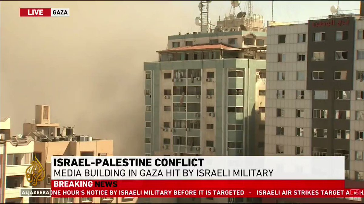⭕ LIVE footage of the moment an Israeli air raid bombed the offices of Al Jazeera and The Associated Press in Gaza City ⬇️  🔴 LIVE updates: https://t.co/RvtP1lEX1x https://t.co/RBO1ZiDAl0