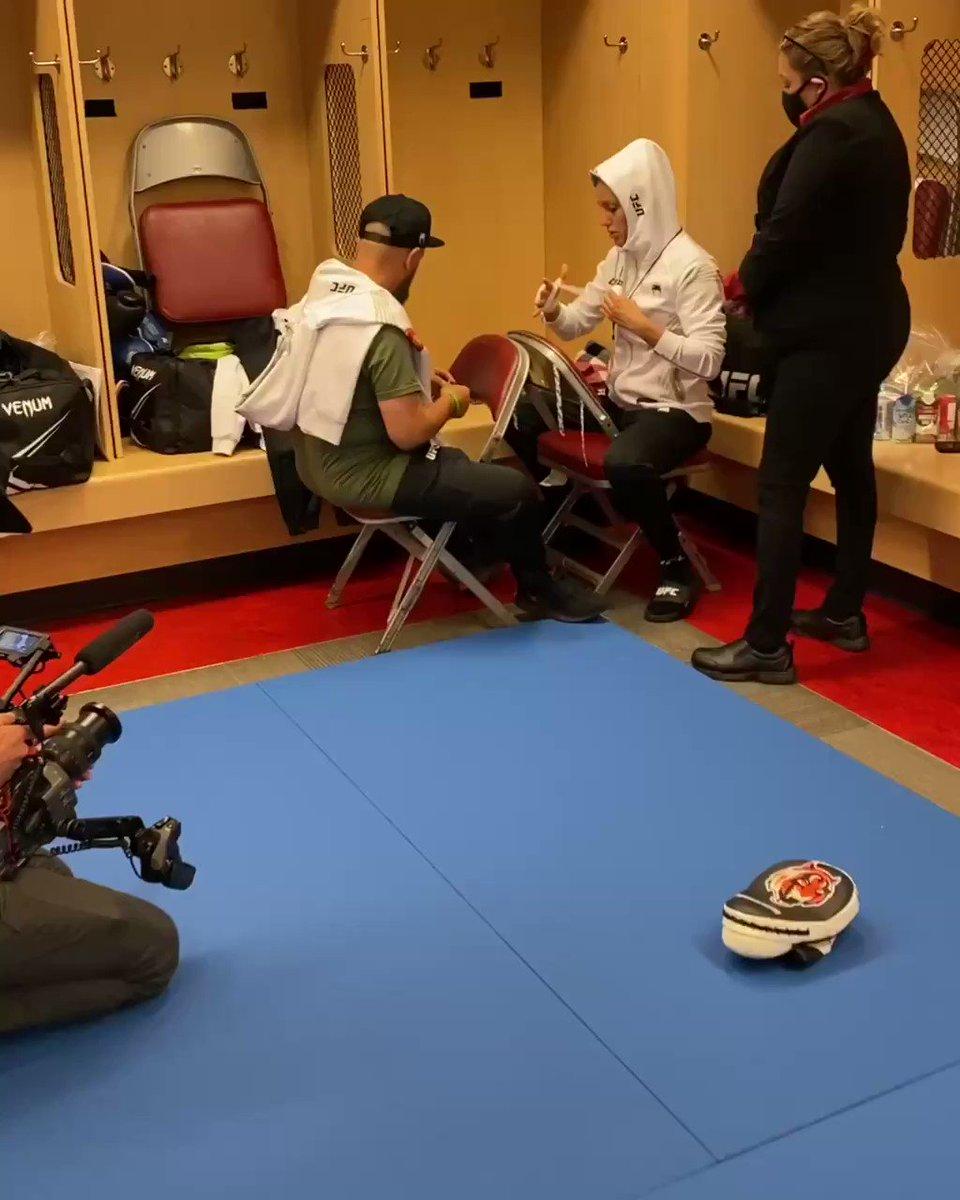 #UFCSisters 💪 @AntoninaPantera @BulletValentina #UFC262 https://t.co/ZmG4LHuURV