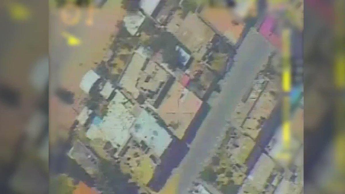 في الساعات الأخيرة أغارت طائرات عسكرية على مخزن لوسائل قتالية داخل منزل ناشط في حماس وسط قطاع غزة. كما…