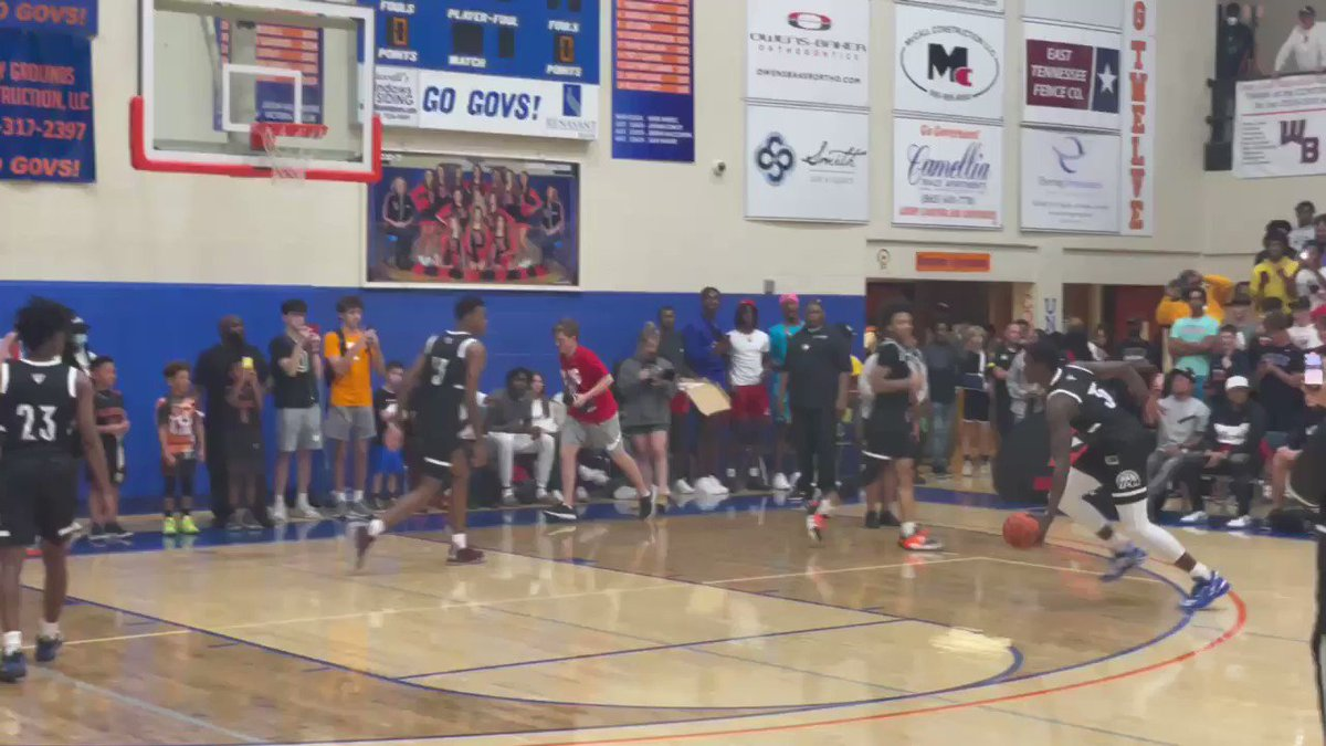 The layup lines with Adem Bona and Chris Livingston were worth the price of admission by itself. 👀 https://t.co/qvOFUNlQBU