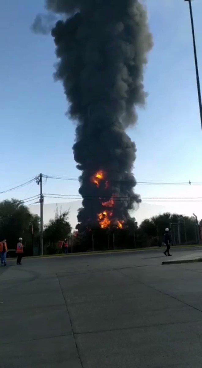 #Ahora  Se registra incendio en fábrica de químicos en Lampa.  🎥© AgenciaUno TV https://t.co/b7gUoyidWZ