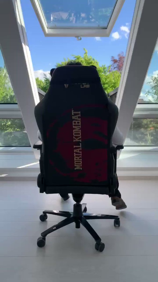 Thanks @secretlabchairs for this amazing Mortal Kombat gaming chair.  It's sooo comfortable!😊👍 https://t.co/ibwT6oAxXt