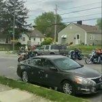 路上でレモネードを売る子供たちに強面バイカーが近づいてきた!?暖かい交流が生まれる!