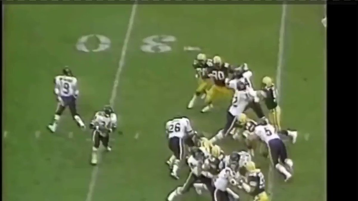 ❤️ this run. From the vision...the cut...lowering his shoulder...and the high step at the end. Classic Sweetness. #Bears @walterpayton 🐻⬇️ https://t.co/aEdAGEDVnj