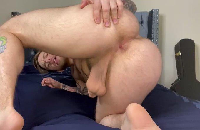 Stretch my hole https://t.co/d1g7exBSfU