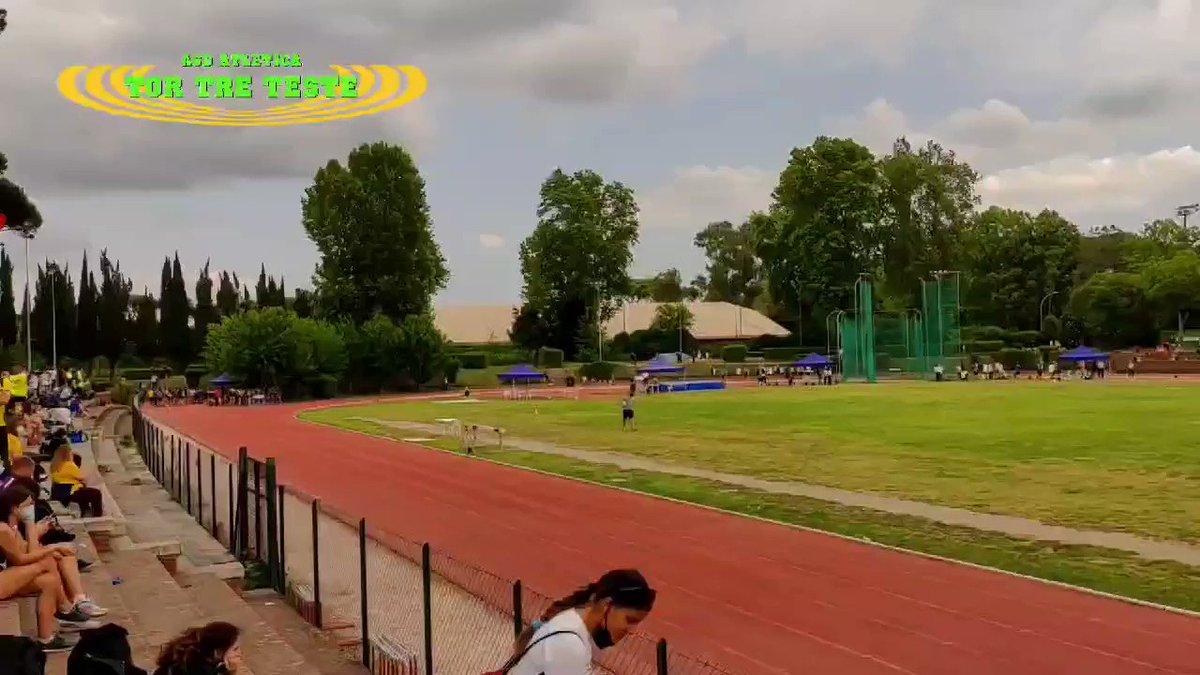 Il nostro #atleta Giovanni Chiadroni nei 150m durante il CDS Cadetti della @FidalCpRoma al Paolo Rosi. Giovanni chiude la sua #gara in 21.08. #bravo.  #lazio #roma #fidalroma #fidallazio #atletica #atleticatortreteste #verdefluo #correre #run #running #runners #fit #fitness #race https://t.co/whpxNBp5FW