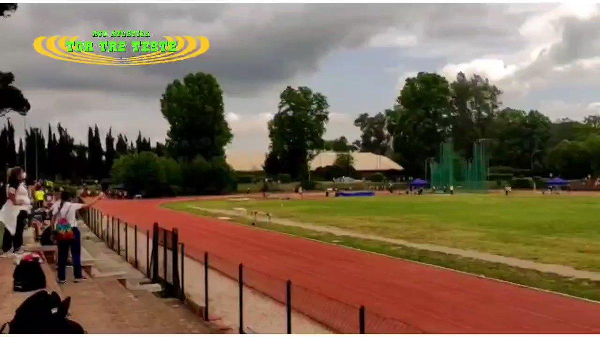 La nostra #atleta Matilde Rossi nei 150m durante il CDS Cadetti della @FidalCpRoma al Paolo Rosi.  Matilde vince la sua #batteria in 21.71 (23 maggio 2021). #forza  #lazio #roma #fidalroma #fidallazio #atletica #atleticatortreteste #verdefluo #correre #run #running #fast https://t.co/2E2OfLGJyC