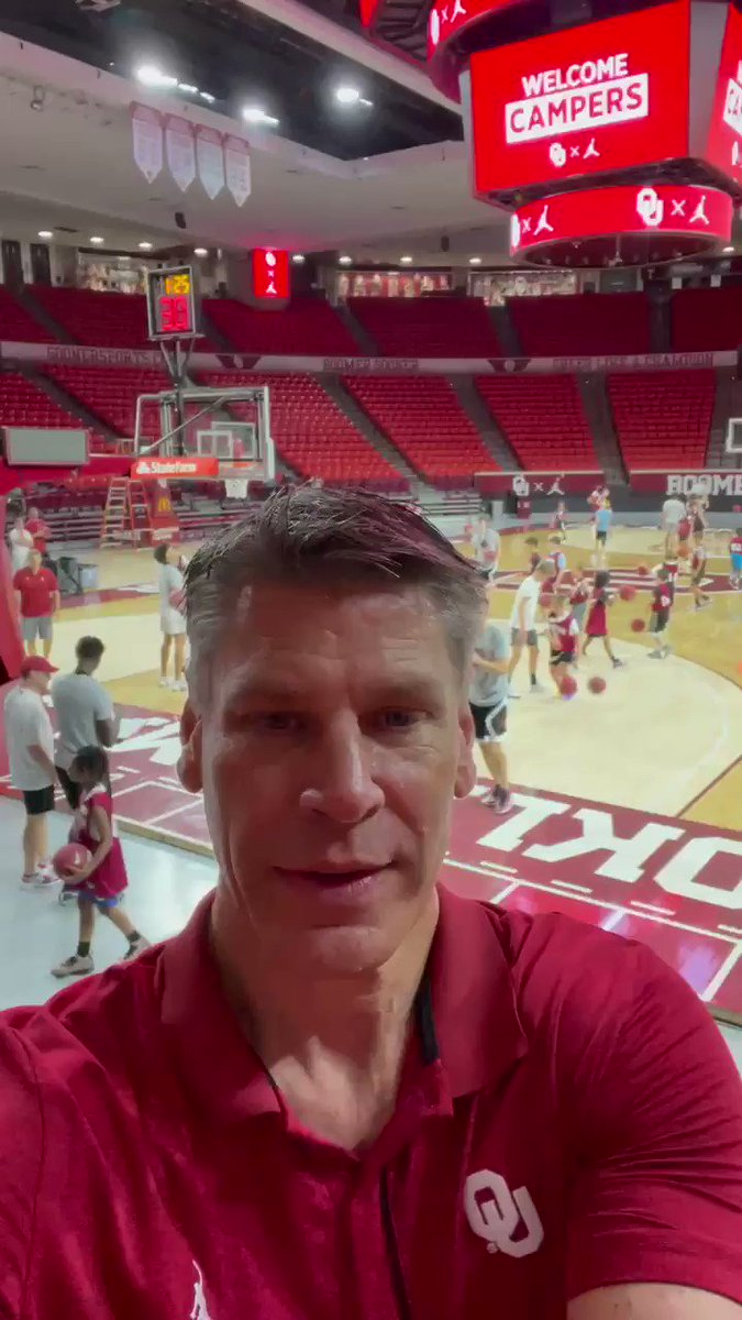I went to HOF Coach Ray Meyers BB camp for 6 summers . He had such an influence on me because he was THERE everyday! Grateful and excited to be back in the gym running Camp!!   Boomer Sooner ! https://t.co/vKUAVsTDRC