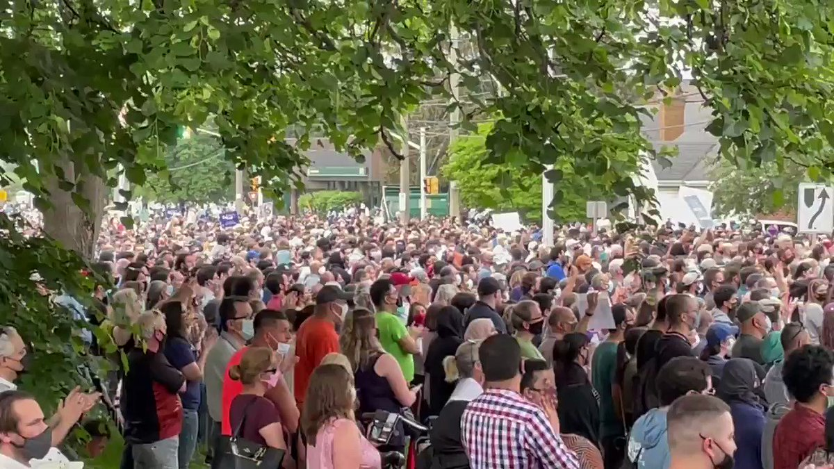 Look at the size of this vigil outside the London mosque. It goes as far as the eye can see. #ldnont https://t.co/cB5NhSsLQA